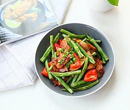 #我们约饭吧#酱香红椒四季豆炒肉片的做法