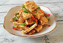 炒鸡下饭的咸蛋黄金沙脆皮豆腐的做法