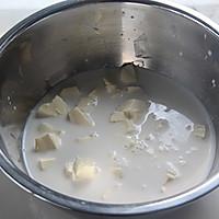 人气甜品,一试难忘——浓香乳酪布丁的做法图解2