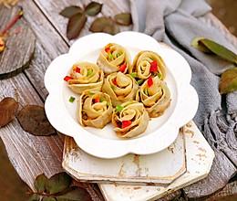 年夜饭必备食谱~玫瑰花煎饺的做法