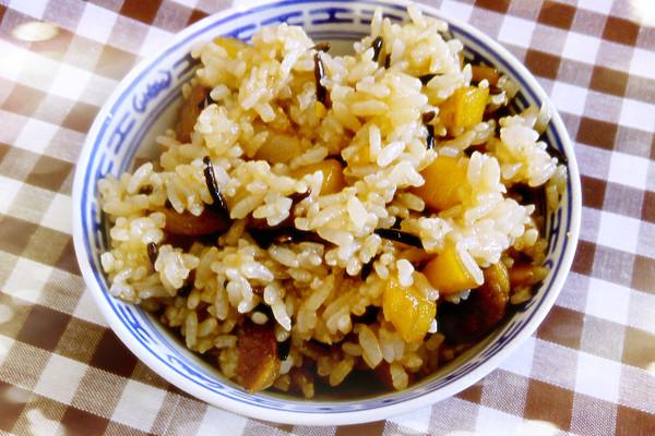 #菁选酱油试用之快手土豆香肠炒二米饭#的做法