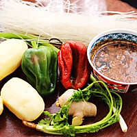 #就是红烧吃不腻!#土鸡土豆粉条一锅炖的做法图解1