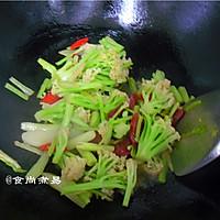 广式腊肠炒花菜#味极鲜味汁#的做法图解11