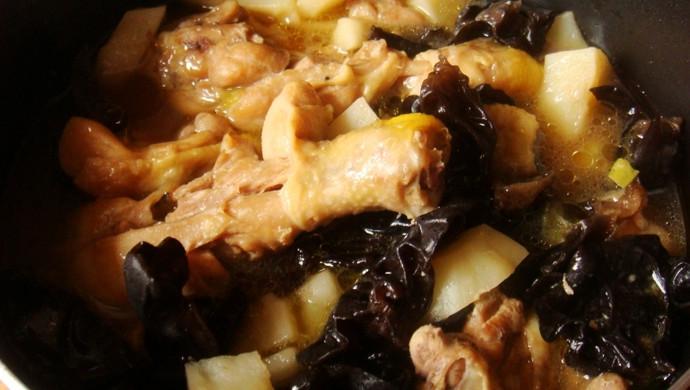土豆木耳炖鸡块