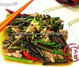 水蕨菜炒肉丝的做法