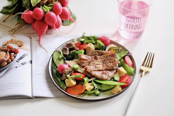 #花10分钟,做一道菜!#牛排减脂餐的做法