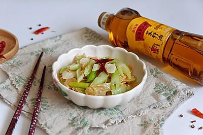 炝炒西芹油豆皮#金龙鱼外婆乡小榨菜籽油 外婆的时光机#