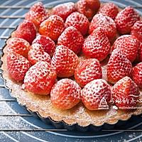 杏仁草莓派