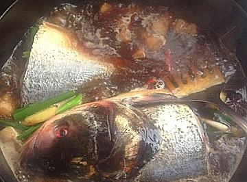 红烧肉炖胖头鱼