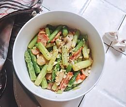 #花10分钟,做一道菜!#【越の厨】——芦笋配培根的做法