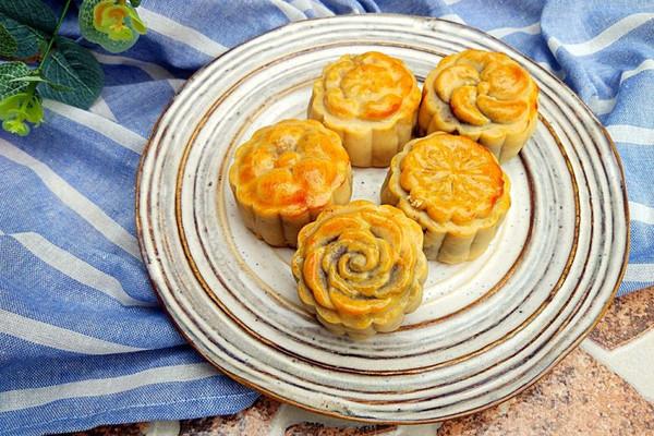 红豆松仁月饼的做法