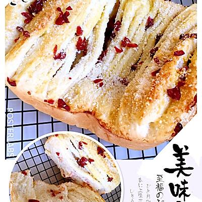 千层椰香蔓越莓面包