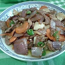 鸡腿菇洋葱胡萝卜青椒炒肉片