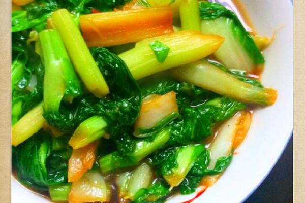 菁选酱油之炝炒白菜苔的做法