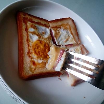 十分钟无油烟早餐~鸡蛋香肠土司