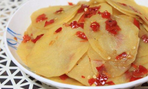 剁椒绝对经典的吃法--剁椒土豆片的做法