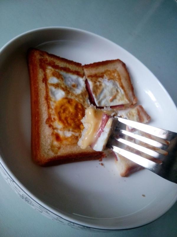 十分钟无油烟早餐~鸡蛋香肠土司的做法
