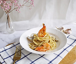 #精品菜谱挑战赛#蒜蓉海鲜意大利面的做法