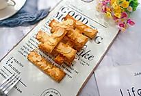 #带着零食去旅行!#香烤杏仁片土司条的做法