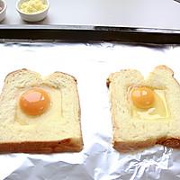 快手美味早餐:鸡蛋芝士烤土司的做法图解3