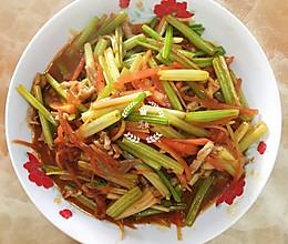 野鸡红—芹菜胡萝卜炒肉丝的做法