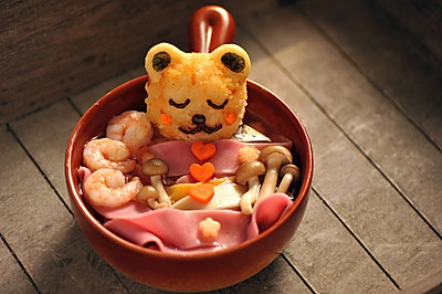 小熊洗澡彩色面条汤#十二道锋味复刻#