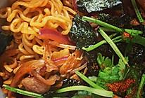 泡菜五花肉炒辛拉面的做法