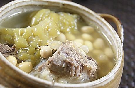 凉瓜黄豆扇骨汤的做法