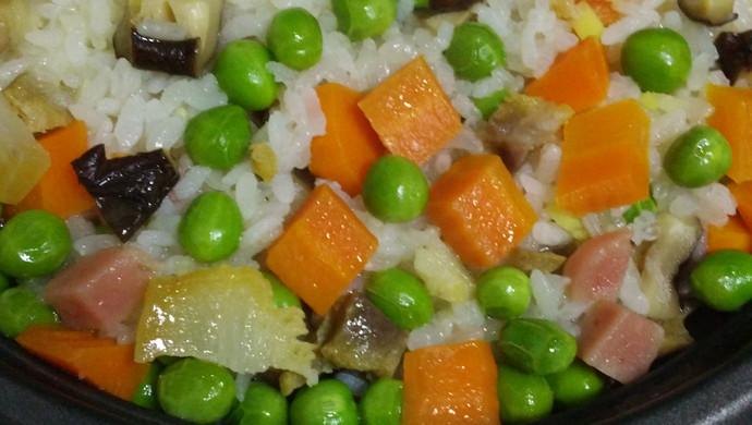 豌豆香菇火腿红萝卜腊肉饭立夏饭
