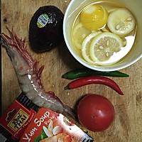 年夜饭必备—泰式冬阴功浓汤虾的做法图解1