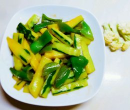 早餐快手菜  黄瓜青椒的做法
