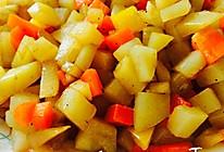 【胡萝卜烧土豆丁】的做法