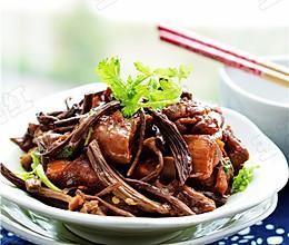 红烧鸡块茶树菇的做法