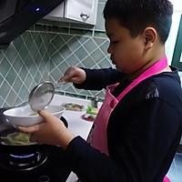 十三岁少年作品--风靡校园的零食:辣条的做法图解6