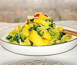 菠萝素炒西兰花 #快手又营养,我家的冬日必备菜品#的做法