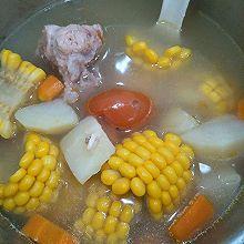 番茄土豆玉米猪骨汤