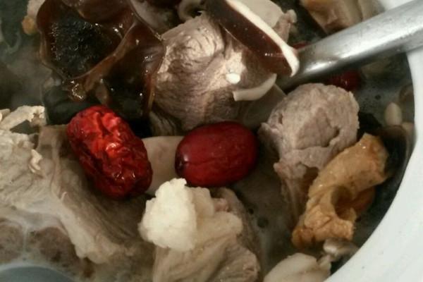 菌菇排骨汤的做法