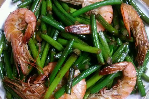 蒜苔炒虾的做法