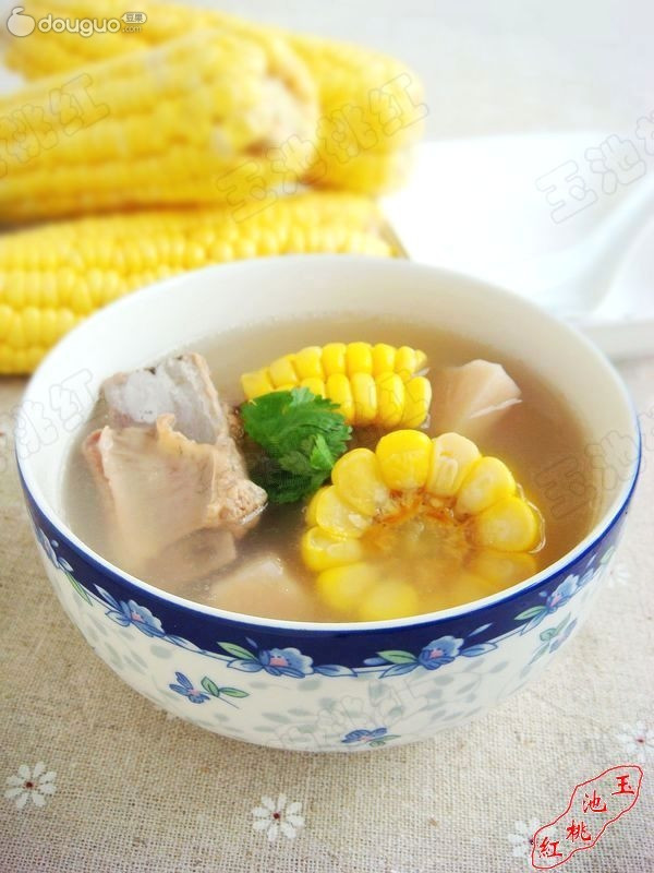 玉米莲藕排骨汤的做法