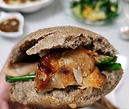 黑吉馍~烤黑麦发面饼夹奥尔良鸡腿的做法