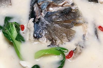 千岛湖鱼头豆腐汤