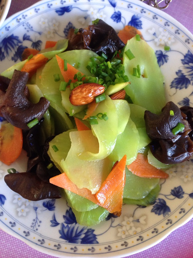 莴笋木耳炒肉的做法_木耳炒莴苣怎么做_木耳炒莴苣的做法_豆果美食