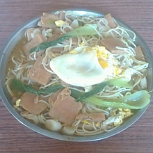 香肠鸡蛋青菜面