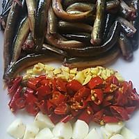 烧泥鳅(川味加豌豆版)的做法图解1