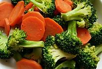 胡萝卜炒西兰花的做法