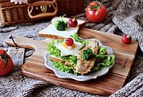 #一道菜表白豆果美食#开放式鳕鱼鸡蛋三明治的做法
