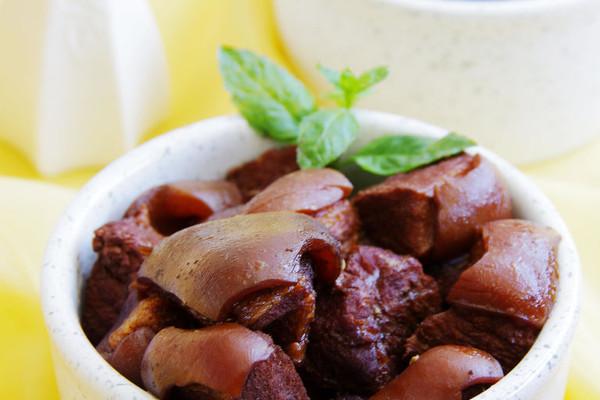 砂锅带皮驴肉的做法
