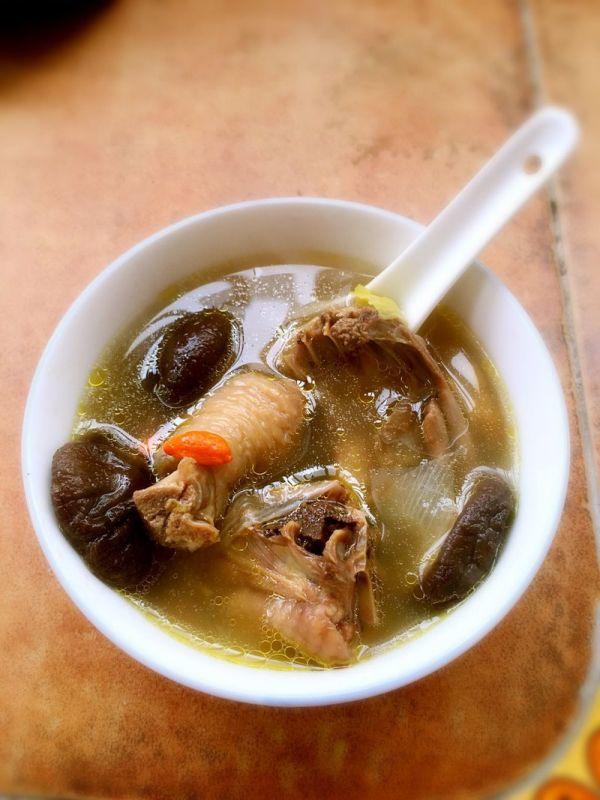 新手易学的香菇鸡汤的做法