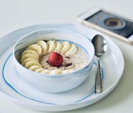 一只碗的早餐: 香蕉莓干燕麦粥#520,美食撩动TA的心!#的做法