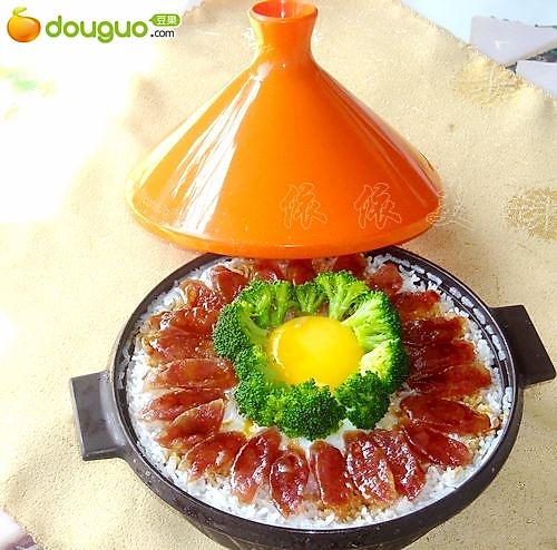 【家美厨房塔吉锅试用】窝蛋腊肠煲仔饭的做法